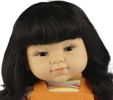 Muñeca con rasgos orientales