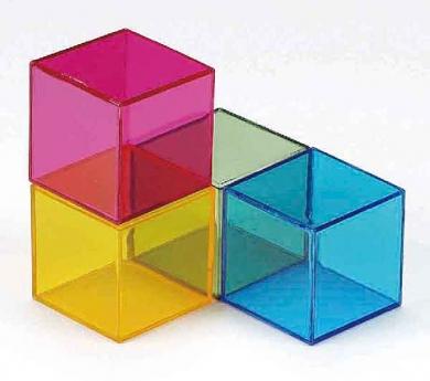 Cubs de colors de plexiglàs