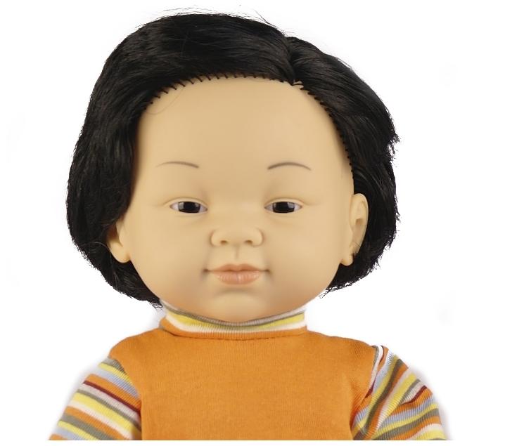 Muñeco con rasgos orientales