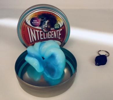 Plastilina intel·ligent fluorescent amb llanterna