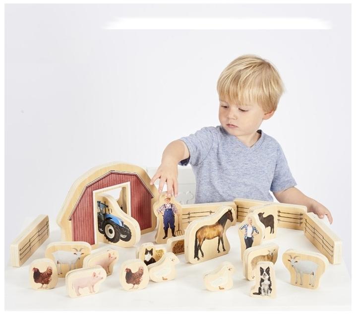 Granja de joguina de fusta amb animals i complements for Granja de peces