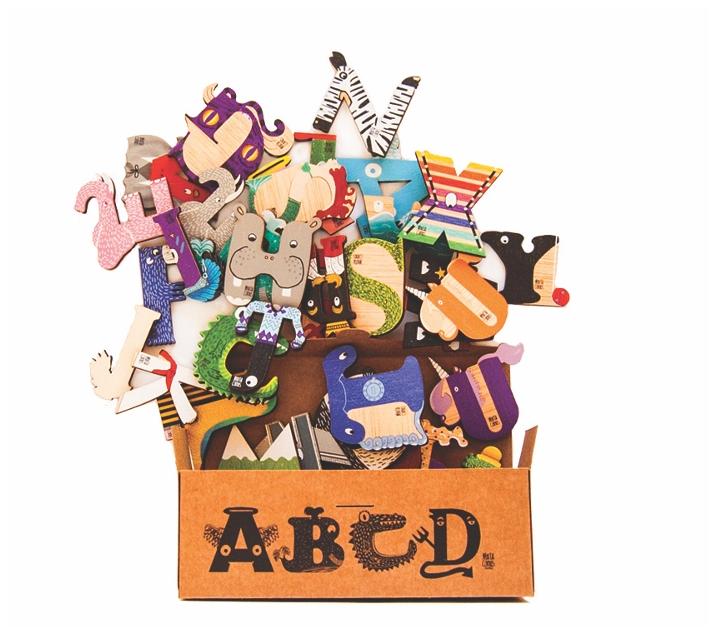 Abecedario de madera ilustrado en castellano