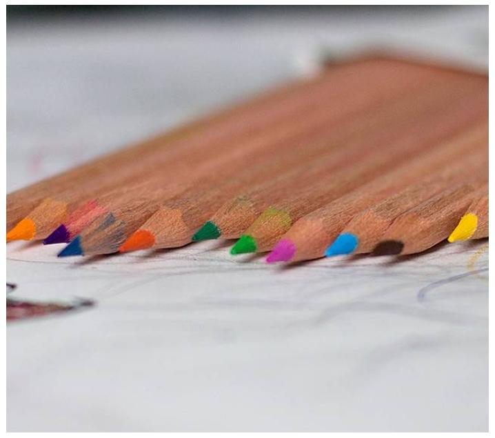 12 llapis de colors amb caixa de cartró