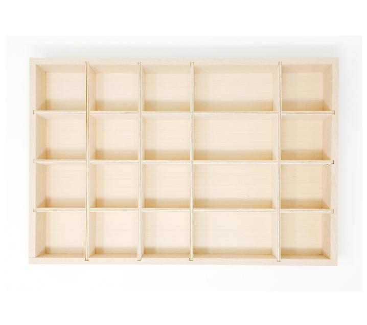 Bandeja de madera con compartimentos para piezas sueltas