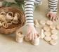 Nins con anillas y monedas