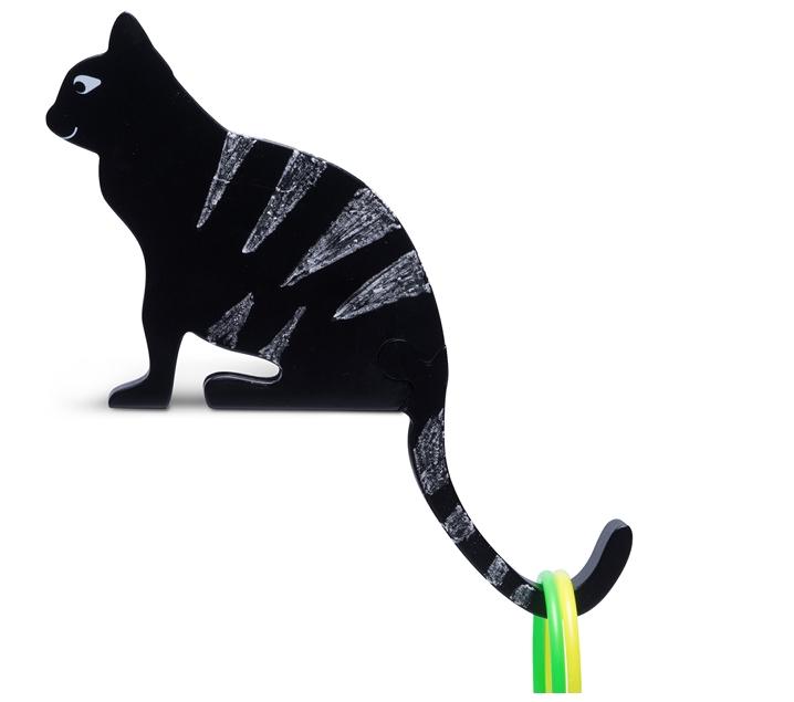 Gato ensarta aros