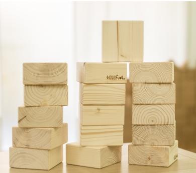 Bloques cuadrados de construcción de madera