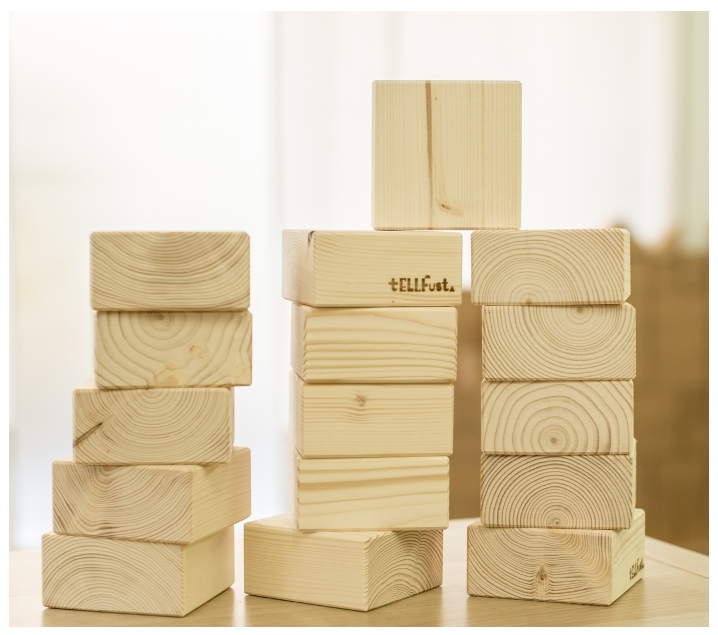 Blocs quadrats de construcció de fusta