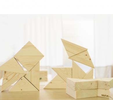 Blocs triangulars de construcció de fusta