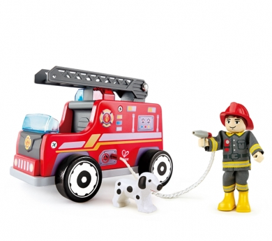 Camión de bomberos mediano con conductor