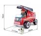 Camió de bombers mitjà de fusta amb conductor