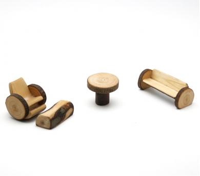 Salón para la casita de madera y corteza