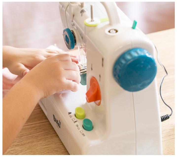 Màquina de cosir per a nenes i nenes
