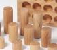 Grimm 's. Cilindres de fusta natural en safata