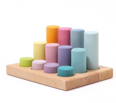 Grimm's. Cilindros para encajar colores pastel