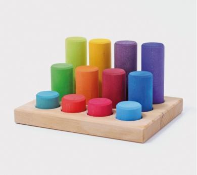 Grimm's. Cilindros para encajar colores arco iris