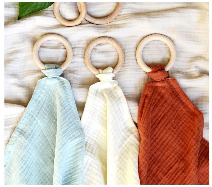 Anella de fusta amb mocador orgànic