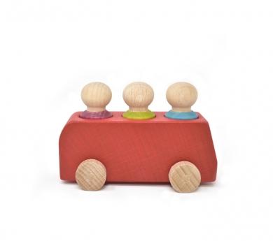 Bus rojo con 3 pasajeros