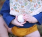 Maraca de madera infantil con forma de huevo