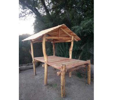 Cabana infantil de fusta en alçada