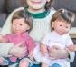Muñeco con síndrome de Down moreno