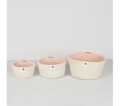 Conjunto de 3 cestos de yute con puntadas rosas