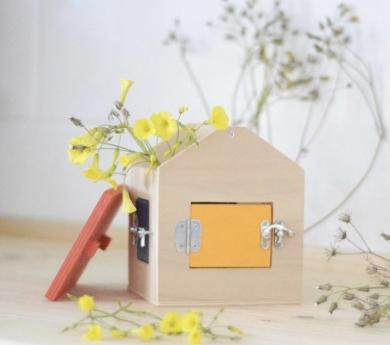 Casa con cerraduras Montessori