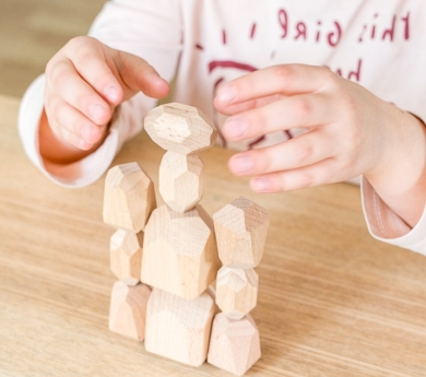 16 Pedres de fusta natural per apilar i constuir
