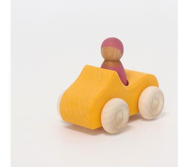 Coche amarillo de madera pequeño
