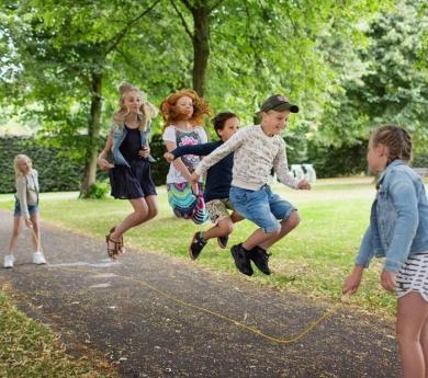 Cuerda larga para saltar en grupo