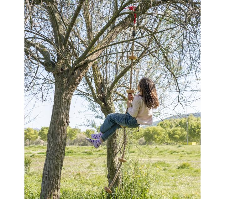 Cuerda para trepar con soportes de madera