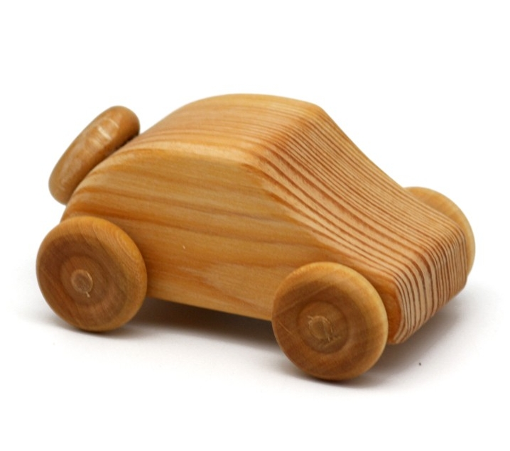 Coche pequeño con rueda de recambio