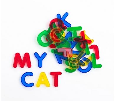 Letras de colores transparentes