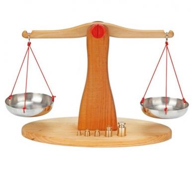 Balança romana de fusta natural