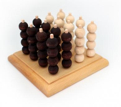Quatre en línia tridimensional de fusta