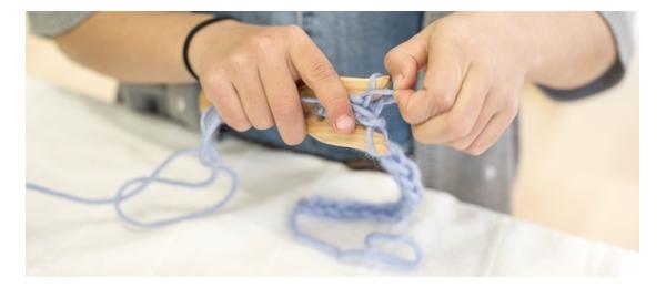 Manualidades con lana, telares y costura