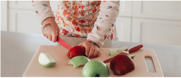 Niñas/os en la cocina